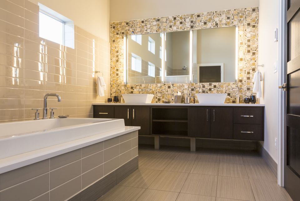 Luxurious-Modern-Bathroom-470649469-56a4a1313df78cf7728352eb